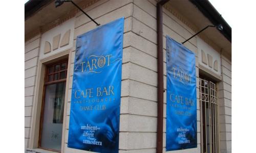 banner-frontlit